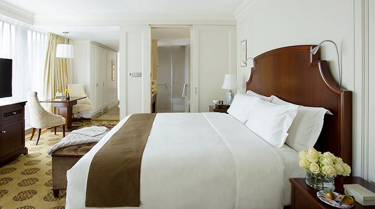 Property TheLanghamShenzhen Hotel 5 GuesteroomSuite DeluxeRoom Bedroom CreditLanghamHotelsInternationalLimited