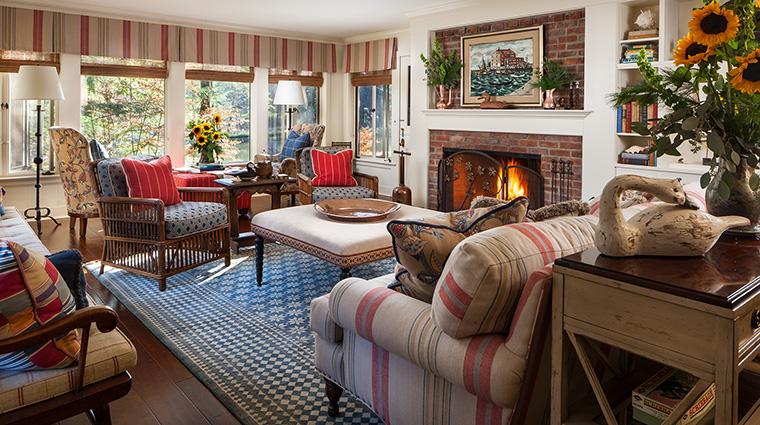Property TheLodgeatGlendorn Hotel GuestroomSuite JohnsCabinLivingRoom TheLodgeatGlendorn