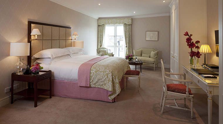 Property TheMerrion Hotel GuestroomSuite ThePenthouseSuiteMasterBedroom TheMerrionHotel