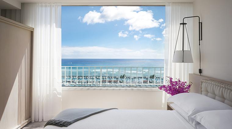 Property TheModernHonolulu Hotel 1 GuestroomSuite OceanFrontSuite Bedroom CreditTheModernHonolulu