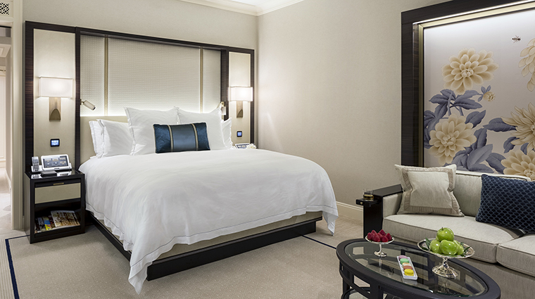 Property ThePeninsulaChicago Hotel GuestroomSuite DeluxeGuestroom ThePeninsulaHotels