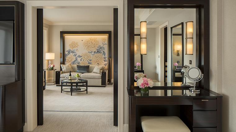 Property ThePeninsulaChicago Hotel GuestroomSuite DeluxeSuiteDressingArea ThePeninsulaHotels