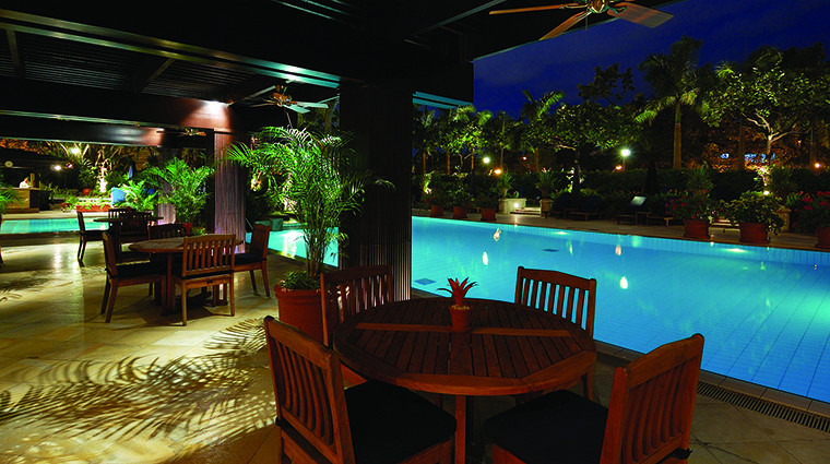 Property ThePeninsulaManila Hotel PublicSpaces SwimmingPool ThePeninsulaHotels