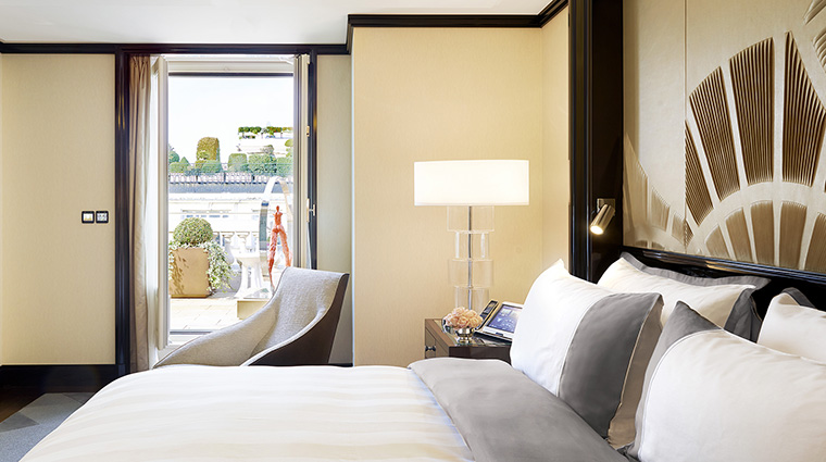 Property ThePeninsulaParis Hotel GuestroomSuite GardenSuiteBedroom ThePeninsulaHotels