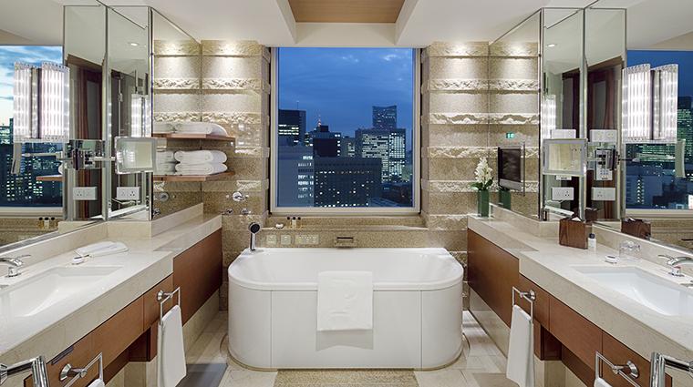 Property ThePeninsulaTokyo Hotel GuestroomSuite DeluxeSuiteBathroom ThePeninsulaHotels