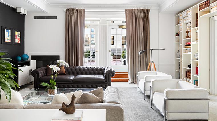 Property ThePierreATajHotel Hotel GuestroomSuite CharlesPierreSuiteLivingRoom TajHotelsResortsandPalaces