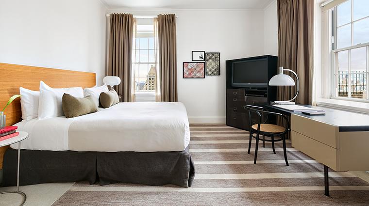 Property ThePierreATajHotel Hotel GuestroomSuite CharlesPierreSuiteMasterBedroom TajHotelsResortsandPalaces