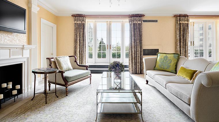 Property ThePierreATajHotel Hotel GuestroomSuite GettySuiteLivingRoom TajHotelsResortsandPalaces