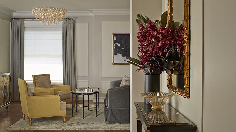 Property ThePlazaHotel Hotel GuestroomSuite VanderbiltSuiteLivingRoom TheFiveStarTravelCorporation
