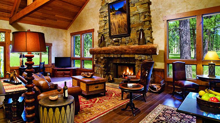 Property TheResortatPawsUp Hotel GuestroomSuite WildernessEstatesLivingRoom TheResortatPawsUp