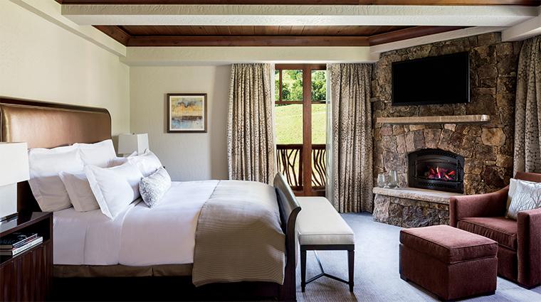 Property TheRitzCarltonBachelorGulch Hotel 9 GuestroomSuite TheRitzCarltonSuite BedRoom CreditTheRitzCarltonHotelCompanyLLC