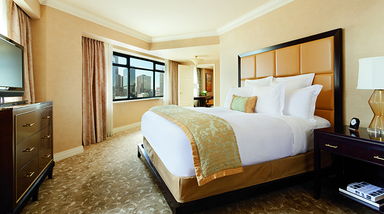 Property TheRitzCarltonDenver 1 Hotel GuestroomSuites OneBedroomSuite Bedroom CreditTheRitzCarltonHotelCompanyLLC