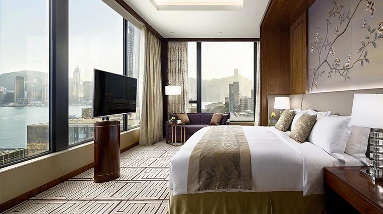Property TheRoyalGardenHongKong Hotel GuestroomSuite SkyTowerHarbourSuiteBedroom TheRoyalGarden