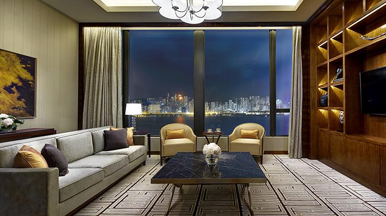 Property TheRoyalGardenHongKong Hotel GuestroomSuite SkyTowerHarbourSuiteLivingRoom TheRoyalGarden