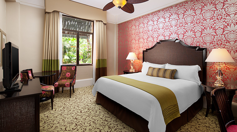 Property TheRoyalHawaiian Hotel GuestroomSuite HistoricGroveGuestroom StarwoodHotels&ResortsWorldwideInc