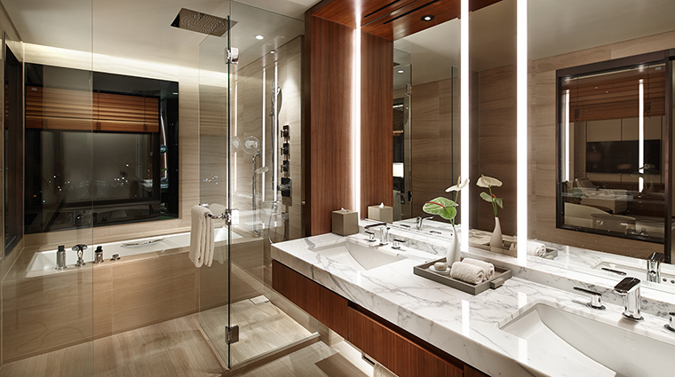 Property TheShillaSeoul Hotel GuestroomSuite ExecutiveGrandDeluxeBathroom TheShillaHotels&Resorts