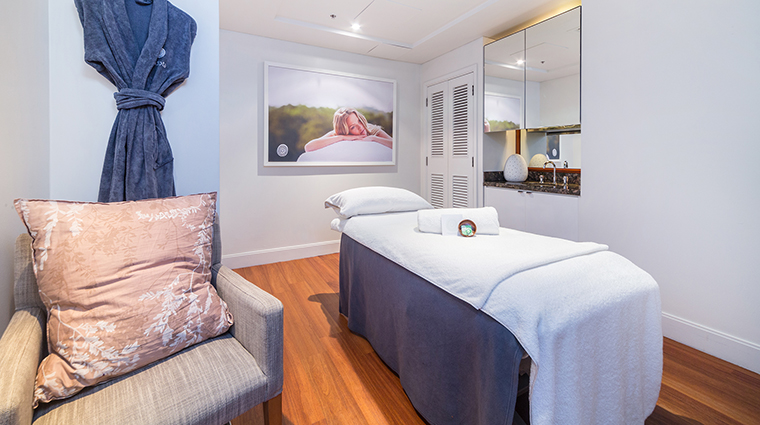 Property TheSpaatFourSeasonsHotelSydney Spa TreatmentRoom FourSeasonsHotelsLimited