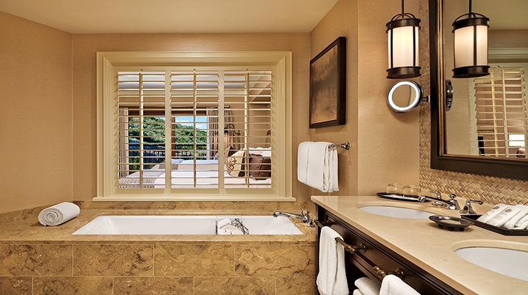 Property TheStRegisDeerValleyRemedeSpa Hotel GuestroomsSuites GuestBathroom CreditStRegisDeerValley