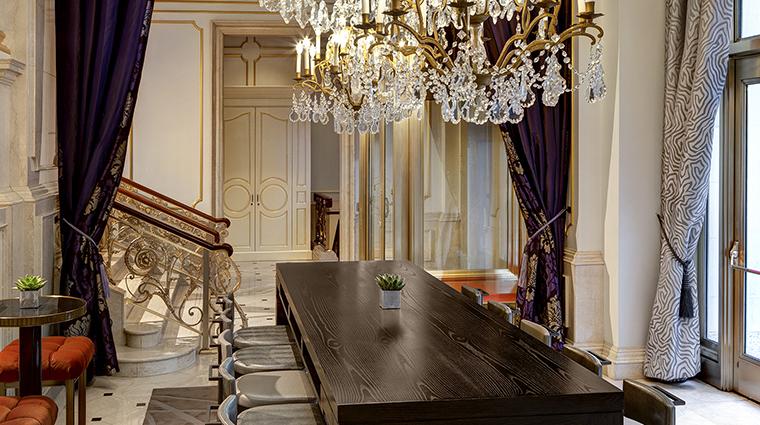 Property TheStRegisNewYork Hotel BarLounge KingColeBar&Salon4 StarwoodHotels&ResortsWorldwideInc