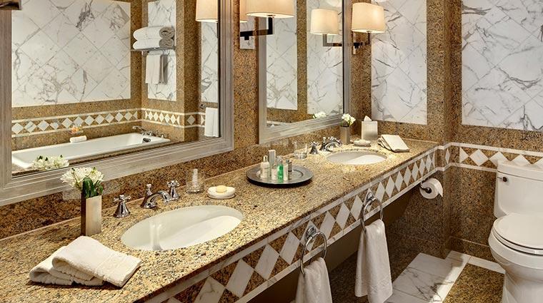 Property TheTowersAtTheNewYorkPalace Hotel GuestroomsSuites TowersSuiteBathroom CreditTheNewYorkPalace