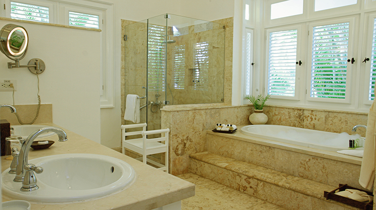 Property TortugaBay Hotel GuestroomSuite SuiteBathroom GrupoPuntacana