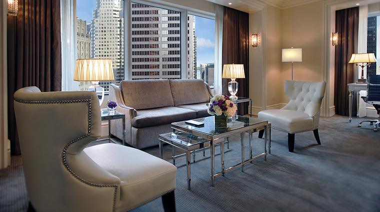 Property TrumpToronto Hotel GuestroomSuite DeluxeSuite TrumpHotelCollection
