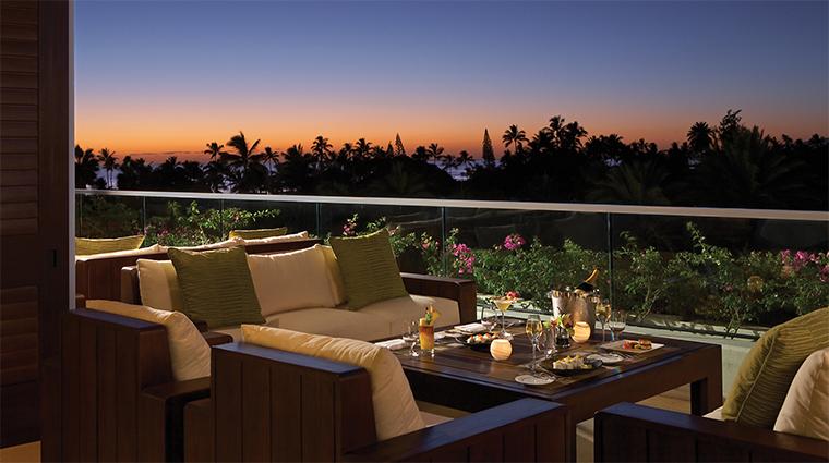 Property TrumpWaikiki Hotel 5 BarLounge WaioluOceanViewLounge SunsetViews CreditTrumpInternationalHotel