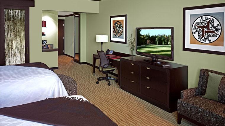 Property TulalipResortCasino Hotel 7 GuestroomSuite StandardDoubleQueenGuestroom TVandDesk CreditTulalipTribes