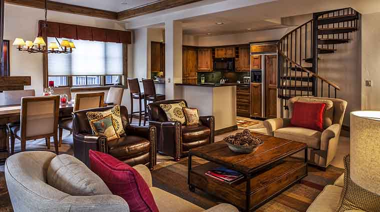 Property VailMountainLodge Hotel GuestroomSuite FitzhughSuiteCondoLivingArea VailMountainLodgeandSpa