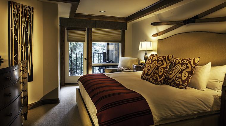 Property VailMountainLodge Hotel GuestroomSuite SiebertKingBedroom VailMountainLodgeandSpa