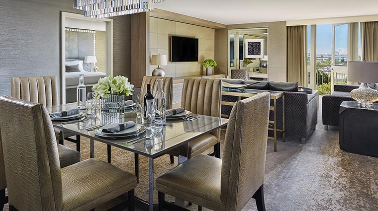 Property ViceroyLErmitageBeverlyHills Hotel GuestroomSuite IconSuiteLiving&DiningRoom ViceroyHotelGroup