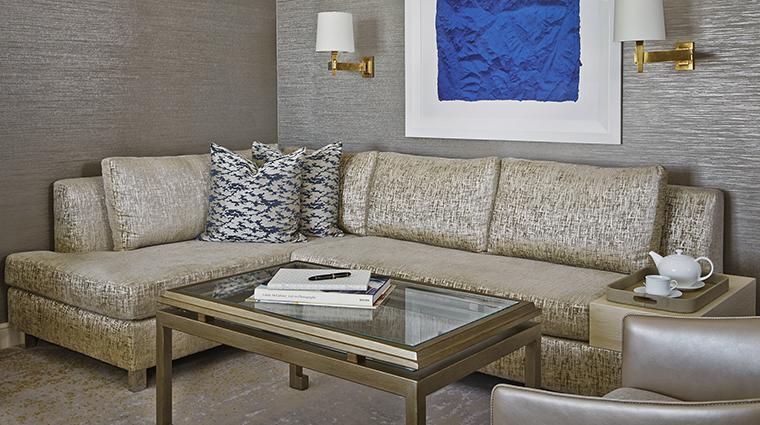 Property ViceroyLErmitageBeverlyHills Hotel GuestroomSuite JuniorSuiteSeatingArea ViceroyHotelGroup