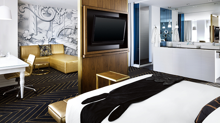 Property WMontreal Hotel GuestroomSuite FantasticSuite MarriottInternationalInc