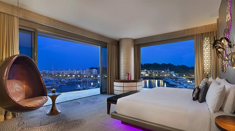 Property WSingaporeSentosaCove 3 Hotel GuestroomSuite MarvelousSuite MarinaView CreditStarwoodHotelsandResotsWorldwideInc