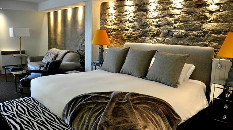 PropertyImage AubergeSaintAntoine 5 Hotel GuestroomSuites LuxeRiverView CreditAubergeSaintAntoine
