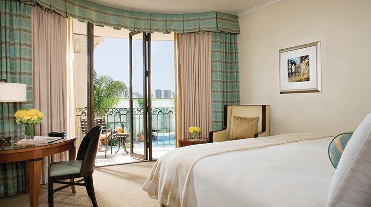 PropertyImage BeverlyWilshire 5 Hotel GuestroomsSuites LuxuriousGuestRoom CreditFourSeasons