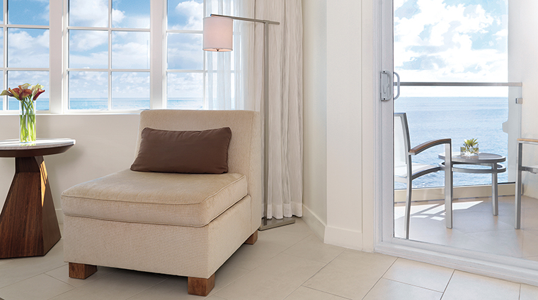 PropertyImage CasaMarinaResort 15 Hotel GuestroomSuites SIGSuiteBalcony CreditCasaMarinaResort VFMLeonardoInc.