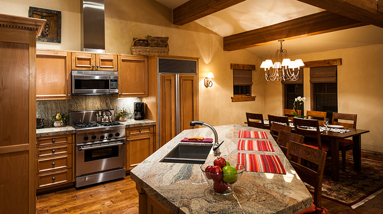 PropertyImage ChateauxDeerValley Hotel GuestroomSuites Kitchen CreditTheChateauxDeerValley