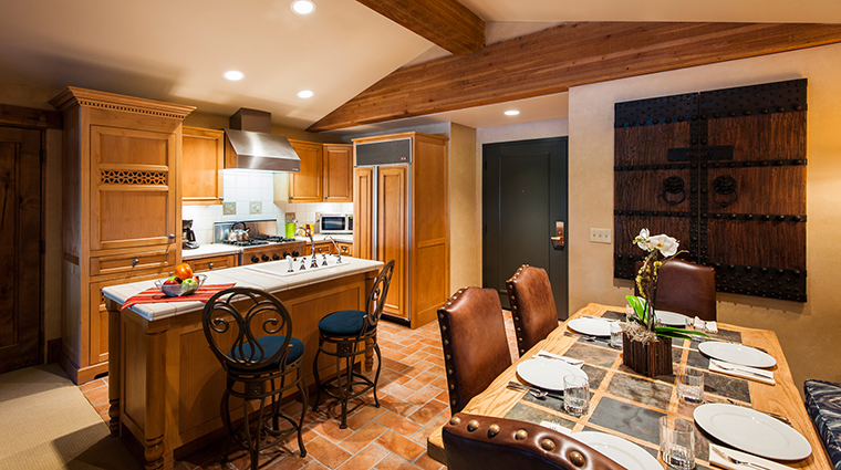 PropertyImage ChateauxDeerValley Hotel GuestroomSuites KitchenDining CreditTheChateauxDeerValley