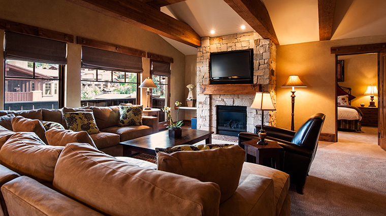 PropertyImage ChateauxDeerValley Hotel GuestroomSuites LivingRoom CreditTheChateauxDeerValley