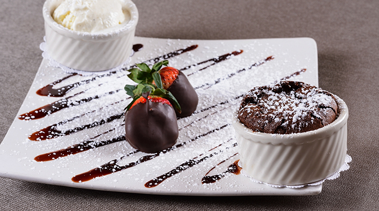 PropertyImage EdgeSteakhouse 3 Restaurant Food DessertStrawberries CreditWestgateResorts