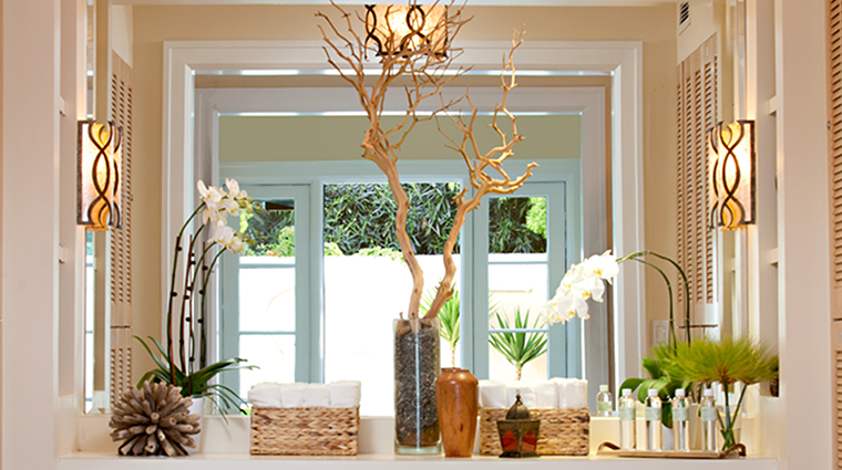 PropertyImage EstanciaLaJollaHotelandSpa 17 Hotel Spa MensLockerRoom CreditEstanciaLaJollaHotelAndSpa