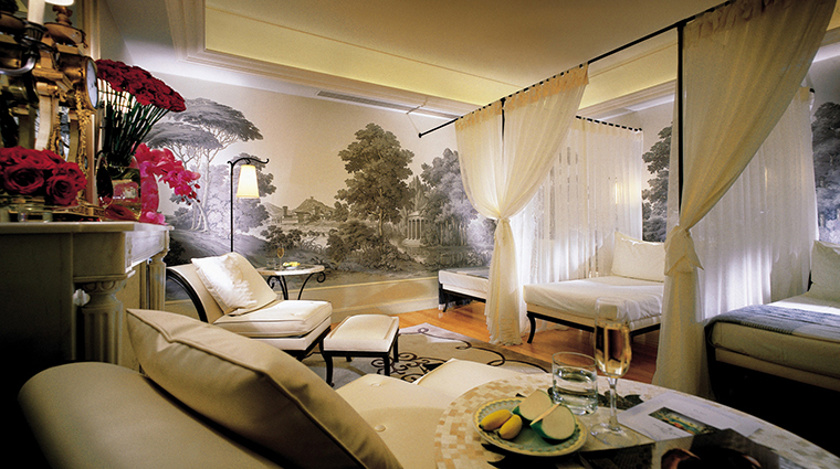 PropertyImage FourSeasonsHotelGeorgeV 17 Hotel Spa ReceptionArea CreditFourSeasons