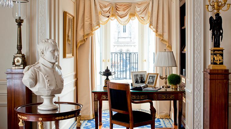 PropertyImage FourSeasonsHotelGeorgeV 6 Hotel GuestroomsSuites EmpireSuite CreditFourSeasons