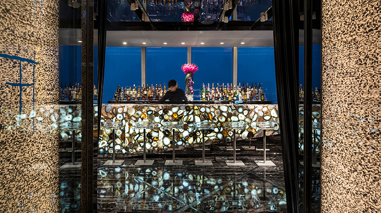 PropertyImage FourSeasonsHotelGuangzhou 11 Hotel BarLounge TianBar CreditKenSeet