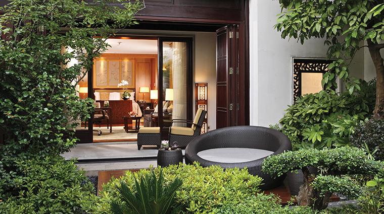 PropertyImage FourSeasonsHotelHangzhou Hotel 3 GuestroomSuites Suite CreditFourSeasons