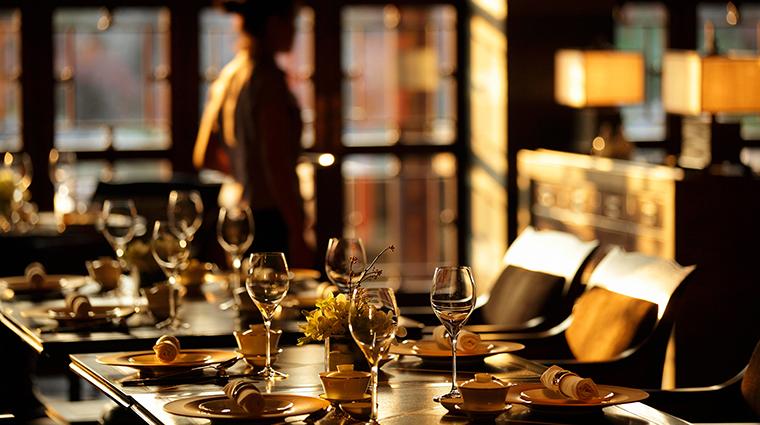 PropertyImage FourSeasonsHotelHangzhou Hotel Restaurant JinSha TableDetail CreditFourSeasons