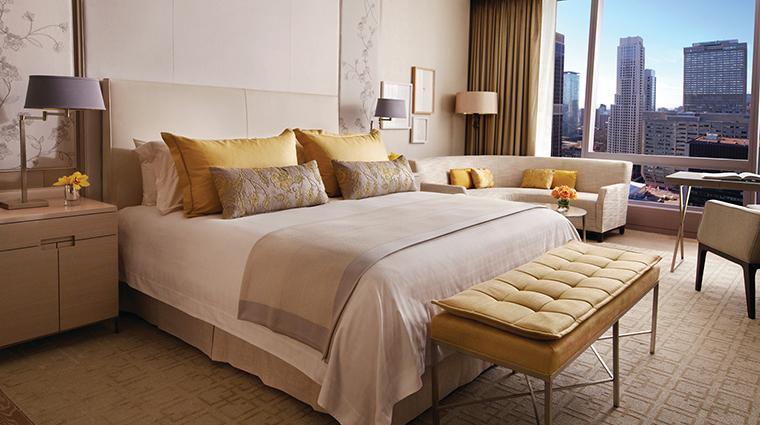 PropertyImage FourSeasonsHotelToronto 1 Hotel GuestroomsandSuites SuperiorKingBedroom CreditFourSeasonsHotelToronto
