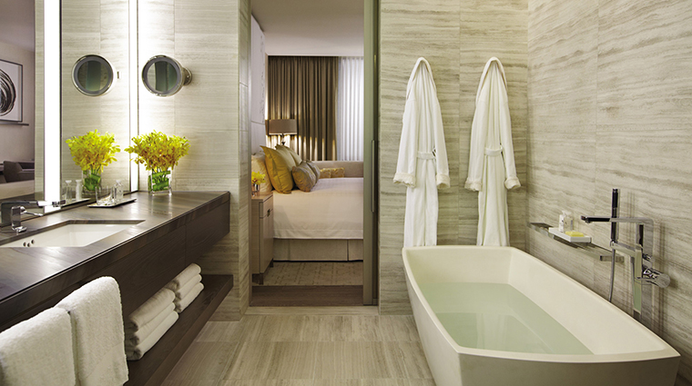 PropertyImage FourSeasonsHotelToronto 2 Hotel GuestroomsandSuites SuperiorKingBathroom CreditFourSeasonsHotelToronto