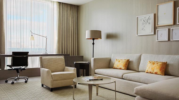 PropertyImage FourSeasonsHotelToronto 5 Hotel GuestroomsandSuites PremierOneBedroomSuite CreditFourSeasonsHotelToronto